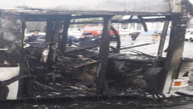 В Белгороде днем загорелся автобус