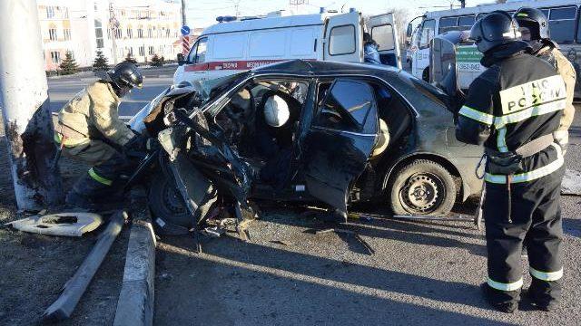 в самаре погибла девушка - водитель mazda cx-7, въехавшая в световую опору