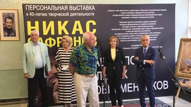 «Наша эпоха в лицах современников»: В Госдуме РФ состоялась выставка Никаса Сафронова
