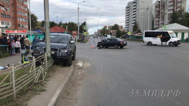в поселке свердловский столкнулись автомобиль mazda и паз