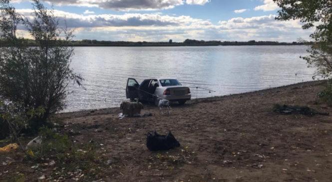 В Самаре неуправляемая легковушка насмерть задавила водителя-рыбака