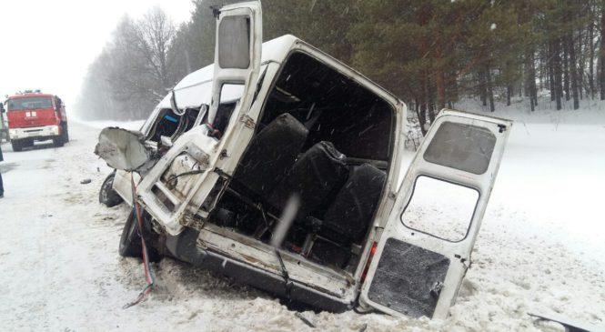 В Чувашии водитель «Камаза» столкнулся с машруткой и скрылся с места ДТП